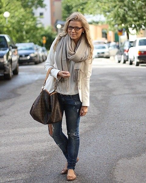 comfy fall clothes with DREAM bag ( louis vuitton sully MM i think)