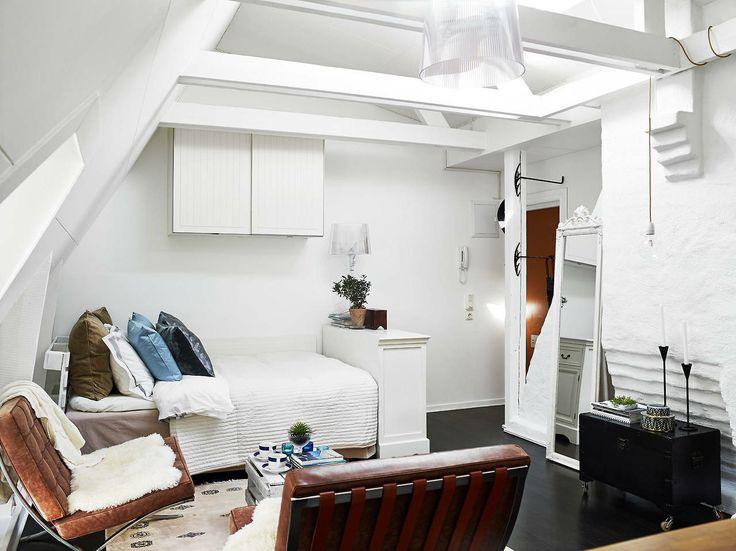 1000 ideas about tiny studio apartments on pinterest - Ideas para aticos ...