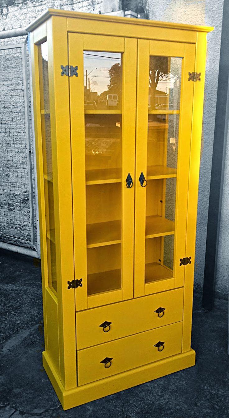 Stof Lar Decorações - Móveis em Madeira de Demolição: - Armário Cristaleira (Amarelo)