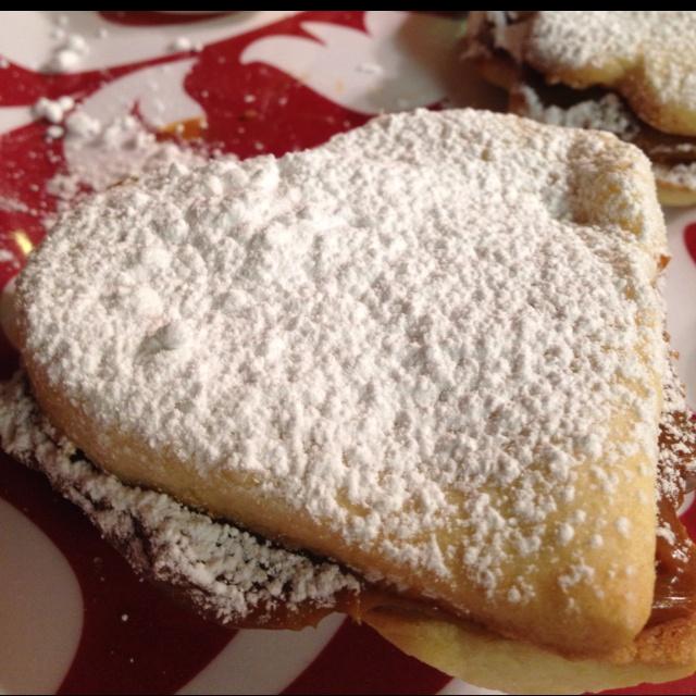 Make heart shaped Chilean alfajores | Cooking & Baking | Pinterest