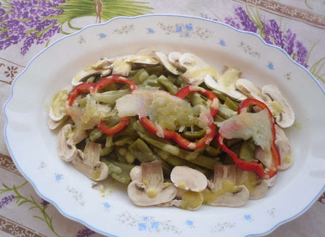INGREDIENTS: green beans. mushrooms. red pepper. marinated cod. mustard. extra virgin olive oil. salt.