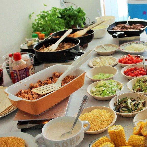 Doe eens wat anders, maak van je verjaardagsfeestje een Mexicaanse Fiesta! Met een margarita bar, koude Corona's, mini dorrito's en een taco bar buffet