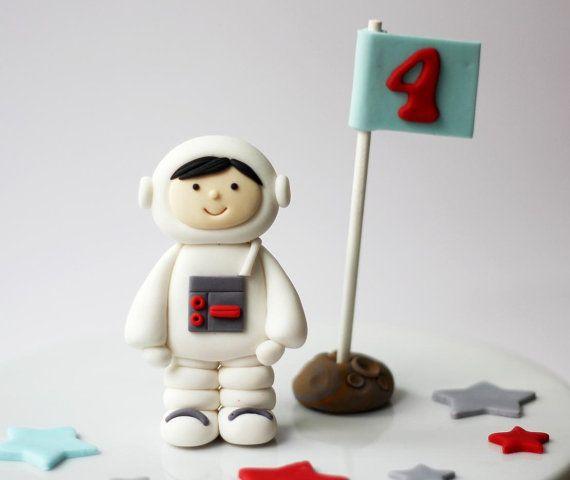 Fondant Rocket Ship and Astronaut Cake Topper Set von LesPopSweets