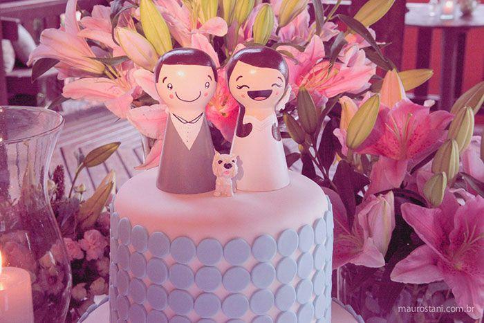 Decoração de casamento por Acervo Sto Antonio. Casamento na praia de Camburi, SP. #casamento #casamentonapraia #wedding #cerimonia #acervostoantonio #festadecasamento #bolodecasamento #noivinhos #buque #noiva