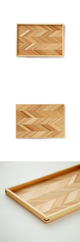 【吉野杉のトレイ(中川政七商店)】/吉野杉の自然の模様が美しい、シンプルなデザインのトレイです。奈良県の吉野杉・吉野桧は、日本三大美林のひとつとされています。吉野林業の特徴ともいえる「密な植林」「枝打ち(手入れ)」「間伐(利用)」を行い、年輪幅が密で真円に近く、真っ直ぐで良質な材を優先して育成することで吉野材のブランドイメージを高めてきました。そんな吉野の間伐材を利用して、もっと身近な「吉野ブランド」として幅広くアピールできる生活雑貨を考え、トレイを作りました。 #crafts #tableware #wood