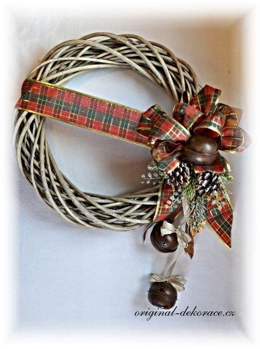 Vánoční věnec na dveře - ratan, šedá patina - velké rolničky - 40cm