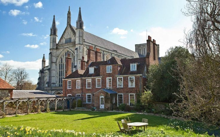 Where to buy to be near the UK's best state schools http://www.telegraph.co.uk/property/buy/buy-near-uks-best-state-schools/?utm_campaign=crowdfire&utm_content=crowdfire&utm_medium=social&utm_source=pinterest #theinvestmentengineer #investment
