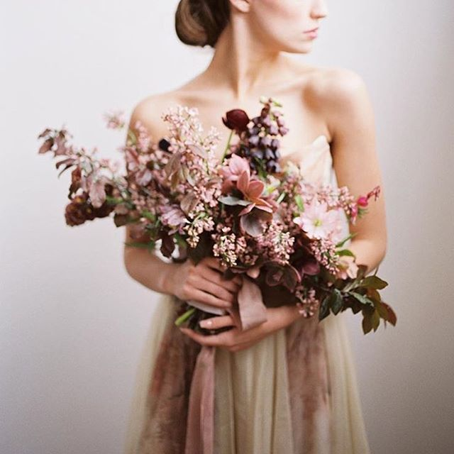 MR LOVES | Insanely beautiful blooms by @sarah_winward captured perfectly by @shannonelizabeths at the @darcybenincosa workshop recently. Gown @leannemarshallofficial, styling @gatherist_. Can't wait to see what beauty is captured in France in a few weeks! #bridalbouquet #weddingflowers