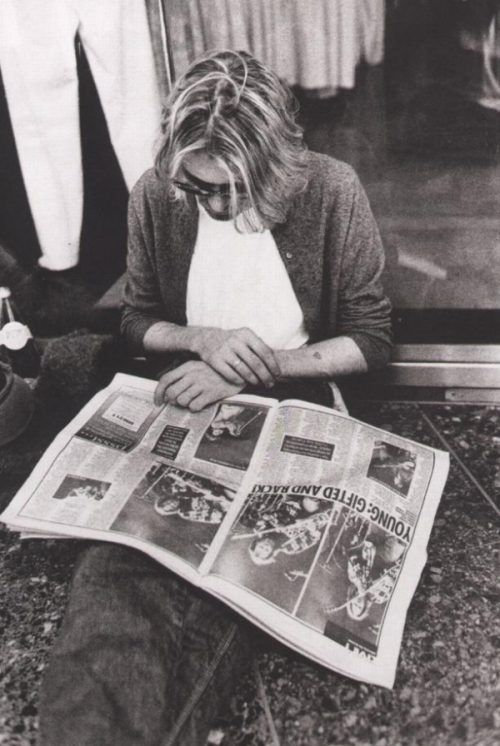 Kurt Cobain leyendo