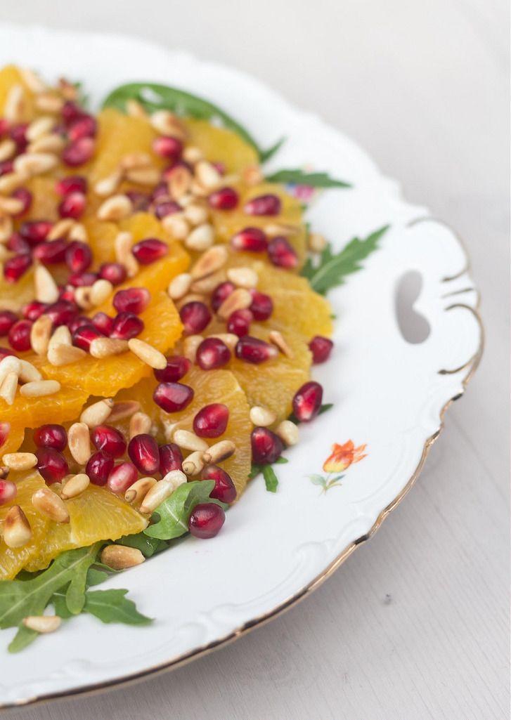 Appelsinsalat med granatæble og pinjekerner | louises madblog