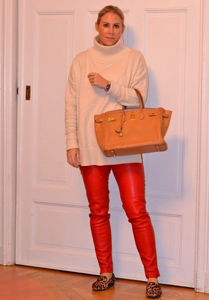 "Julröda ""läderleggings"" från H&M"