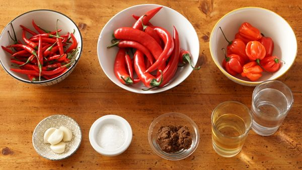 SALSA PICANTE O SRIRACHA CASERA - El Cocinero Fiel Sriracha, Salsa Picante, Vegetables, Food, Sauces, Recipes, Red Bell Peppers, Homemade, Kitchens