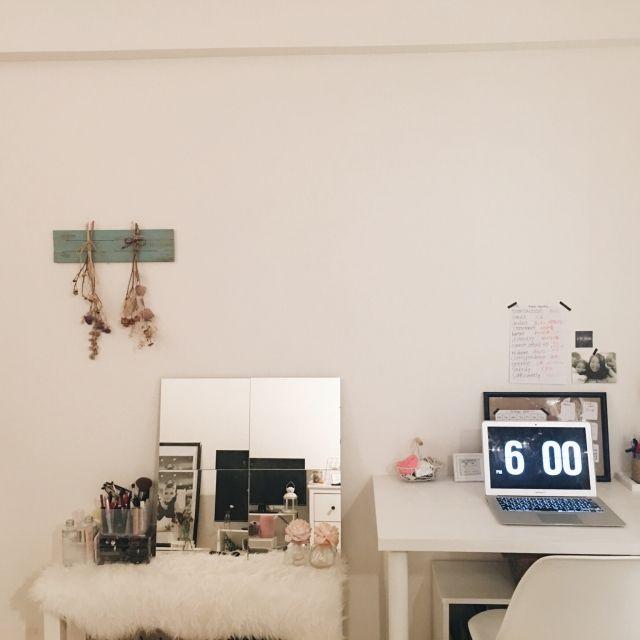 _._.ayano._._さんの、机周り,ニトリ,壁,セリア,花,ドライフラワー,大学生,ダイソー,IKEA,一人暮らし,10畳,観葉植物,ナチュラル,100均,モノトーン,DIY,キャンドル,アンティーク,1K,女子,照明,雑貨,ドレッサー,海外風インテリア,シャビーシック,My Desk,のお部屋写真