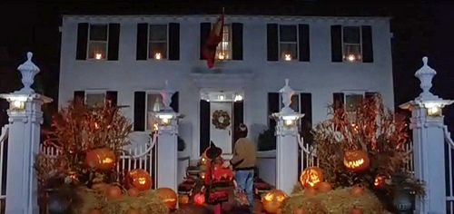 hocus-pocus - Allison's House – 318 Essex Street, salem, ma I've been there on All Hallows' Eve...so much energy...!