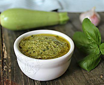 Pesto alle zucchine mandorle e noci- salsa cremosa