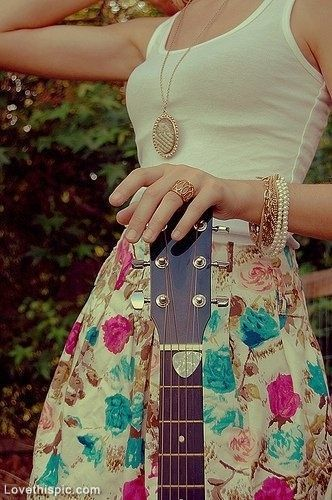 Country girl style fashion photography music girl jewelry gold necklace