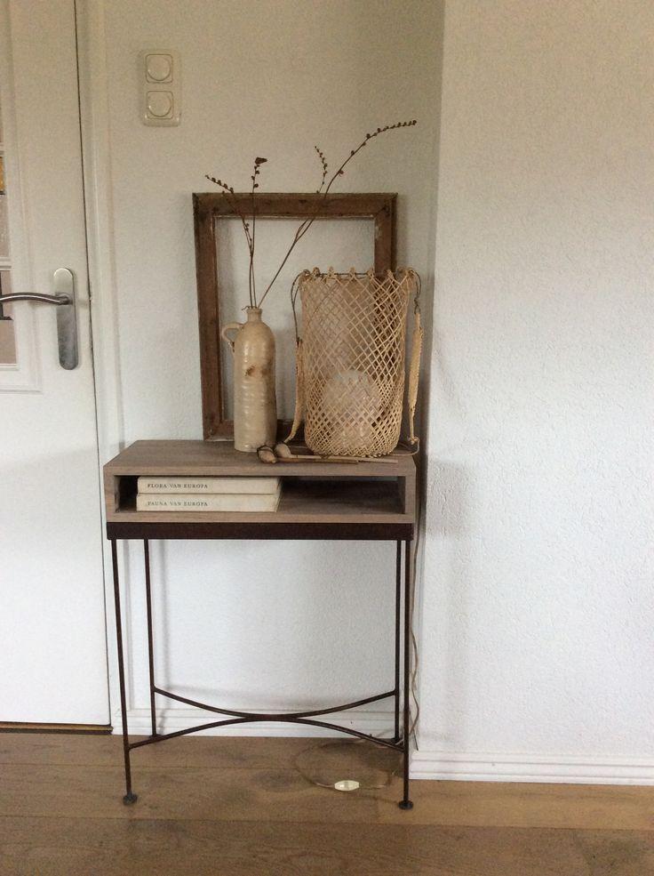 Dezente Zuruckhaltende Dekoration Aus Naturmaterialien Im Lagom Stil Werten Den Flur Optisch Auf Wohnen Zuhause Dekorieren