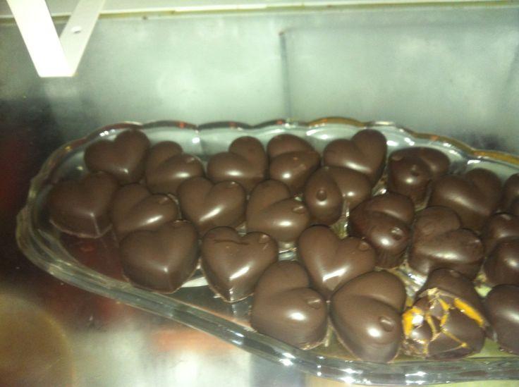 Fyldte chokolade hjerter.
