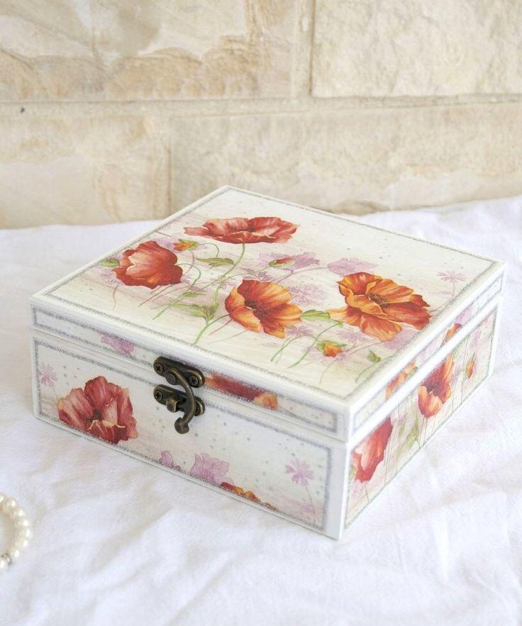 VENTA -15% Decoupaged joyero con amapolas - caja de madera - joyería - caja decorativa - joyería de almacenamiento - decoración amapola de LekaArt en Etsy https://www.etsy.com/es/listing/219946966/venta-15-decoupaged-joyero-con-amapolas
