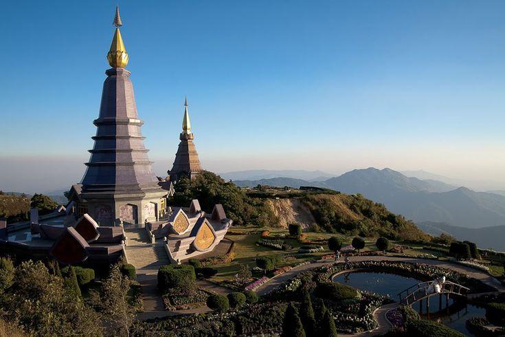 chiang-mai : Considerada a melhor cidade para ser nômade digital, onde dá pra se viver com menos de 50 reais por dia, Chiang Mai está ficando famosa. Quem preza por uma vida saudável e sem stress vai curtir esse pedaço tailandês, que tem inúmeros estúdios de ioga, restaurantes de comida orgânica e bares sensacionais.