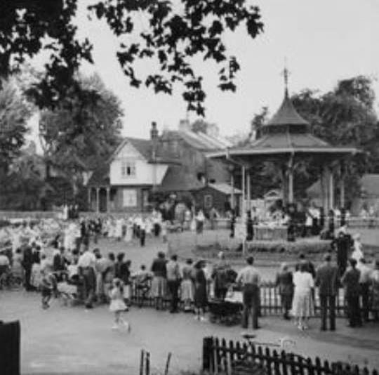 Band stand Ravescourt Park