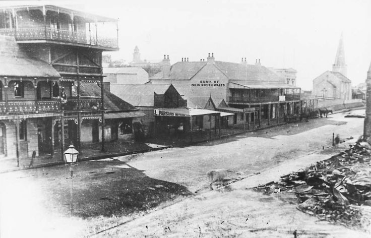 North-eastern view along Crown St,Wollongong in south coast of New South Wales,between Keira and Church Streets,taken in 1895.The tall building on the left of the photo was the Royal Alfred Hotel, and the church on the top right side was St Andrew's Presbyterian Church,which was demolished in 1936.