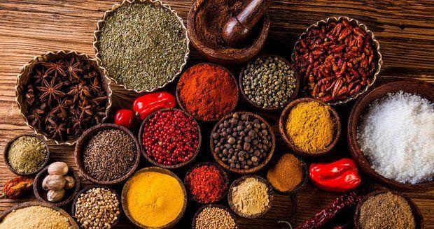 Pálivá jídla obsahují kapsaicin, který pomáhá nakopnout metabolismus k rychlejšímu spalování tuků.