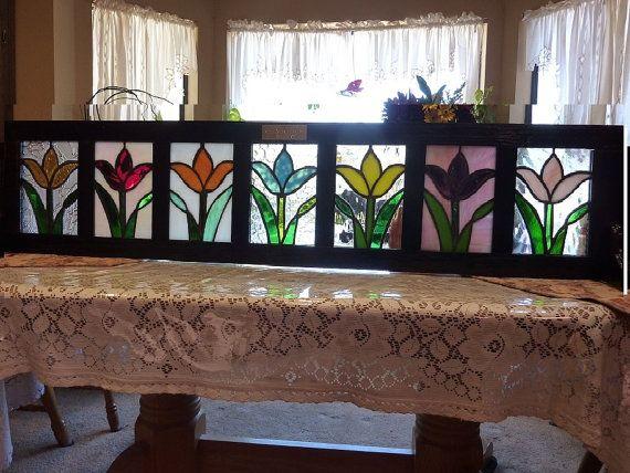 Finestra Boxe:Tulips sulla parata di fiori di vetro macchiato
