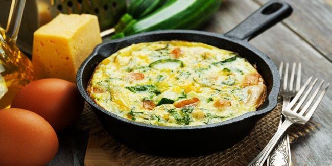 Vemale.com - Makan ketika Anda sedang diet, memang agak susah ya Ladies. Namun Anda bisa tetap makan enak namun sehat jika mencoba resep telur berikut ini.