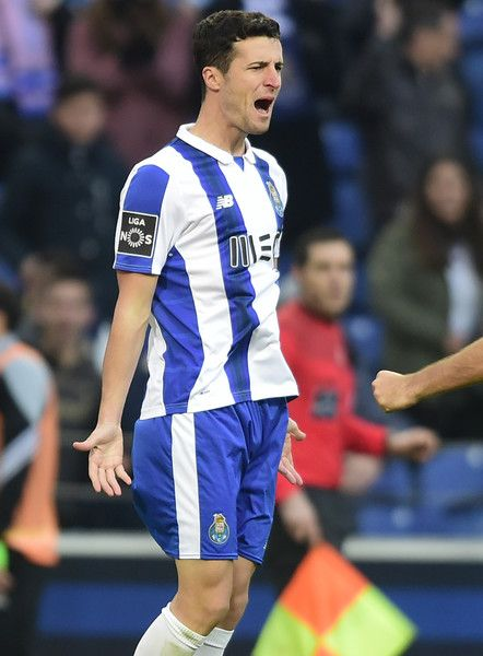 Porto's Spanish defender Ivan Marcano celebrates after scoring during the Portuguese league football match FC Porto vs Rio Ave FC at the Dragao stadium in Porto on January 21, 2017..Porto won the match 4-2. / AFP / MIGUEL RIOPA