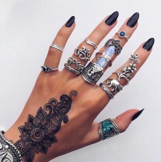 Jewelry and henna Mandala Art #MehendiMandalaArt #MehendiMandala @MehendiMandala