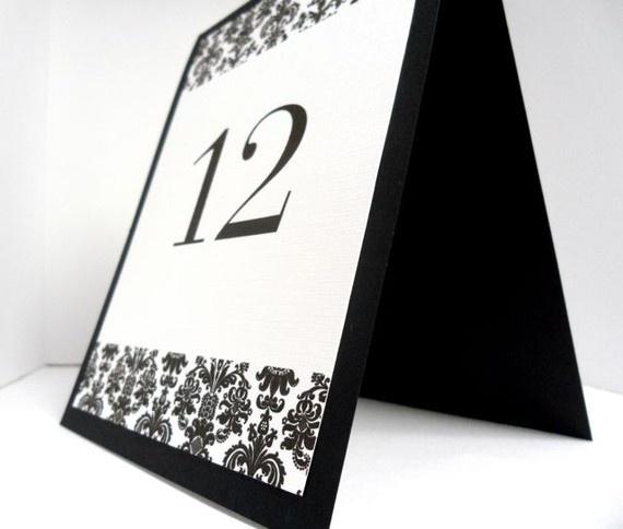 Número de mesa en blanco y negro