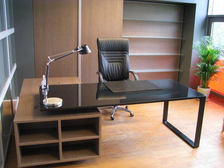 Gabinet, biuro domowe, kawalerka, męskie wnętrza, mieszkanie dla faceta, skórzany fotel. Zobacz więcej na: https://www.homify.pl/katalogi-inspiracji/17135/wyjatkowo-meskie-wnetrza-5-modnych-aranzacji-dla-prawdziwych-mezczyzn
