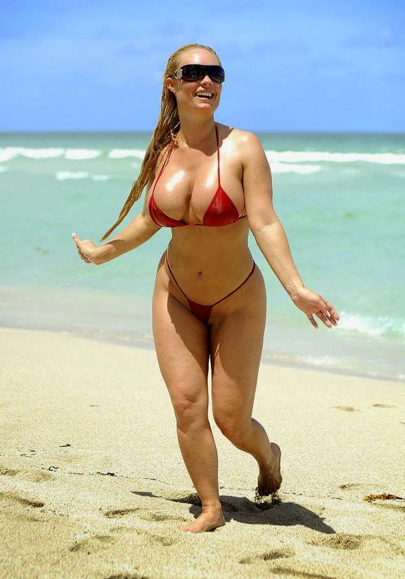 Celebrities in Hot Bikini: Coco Austin - Glamour Model