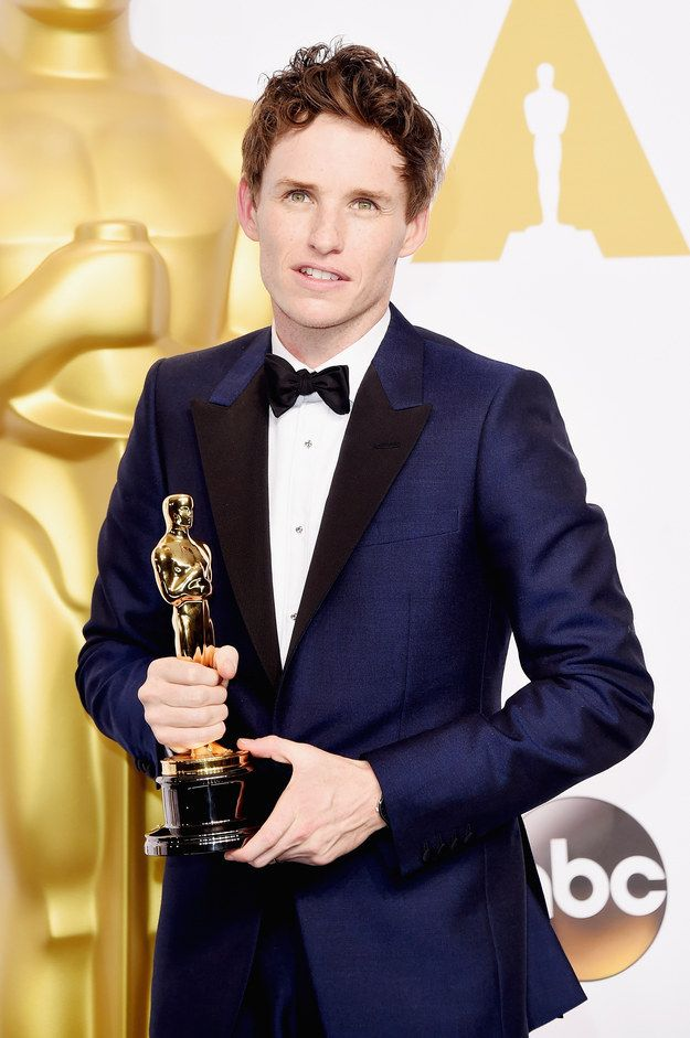 Eddie Redmayne rocking navy and a freakin' Oscar at The Oscars | 24 Perfect Suits That Owned The Red Carpet This Year