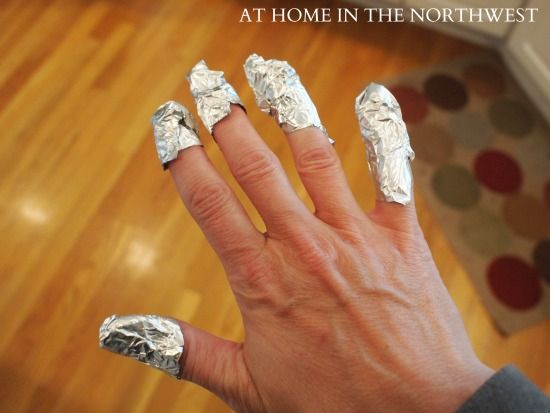 STEP #2:  Soak gauze with acetone .  Put gauze on nails and wrap fingertips in foil.Removal Gel Nails, Nails Gel, Nails Colors, Glitter Nails, Gel Nail Polish, Removal Gel Manicures, Removal Gel Polish, Gel Nails Removal, Gel Nails Polish
