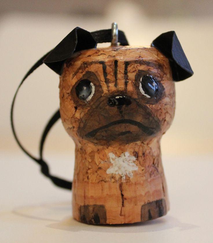 Con el corcho de las botellas de cava, se pueden realizar diferentes animales como este perro.