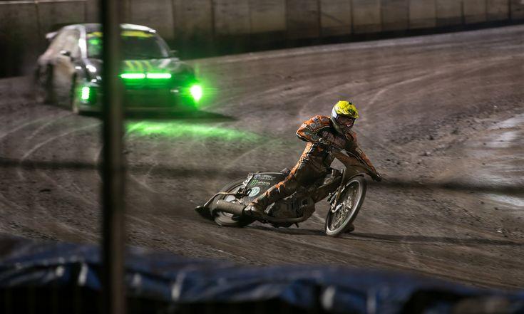 Habt ihr euch jemals gewundert, was passiert wenn ein Speedway Weltmeister und ein X-Games Rallycrosser auf demselben Dirt-Track losgelassen werden? Monster Energy hat die Antwort!