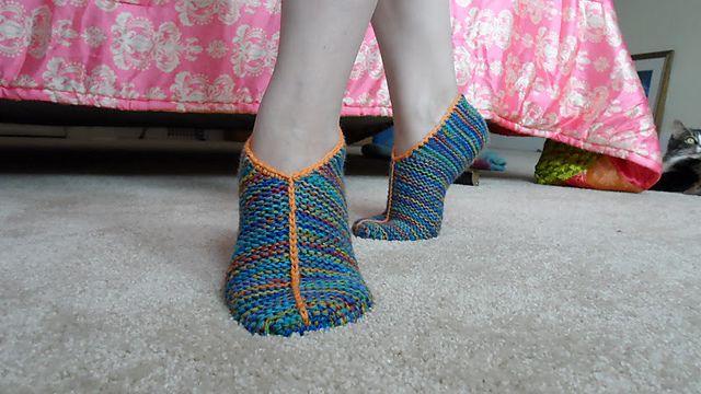 Ravelry: Simple Garter Stitch Slippers pattern by handepande