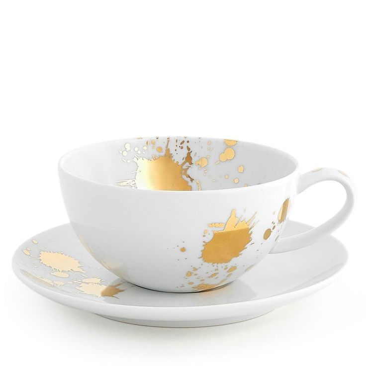 Artfully Irreverent. Chic and classique porcelain dinnerware in a generous scale and friendly coupe shape with a surprising splatter of solid gold. With its all-over splatter pattern, the dinner plate