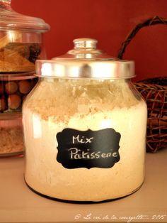 Pour réaliser des pâtisseries sans gluten légères il n'y a rien de mieux que de mêler farines et fécules.   300 g de farine de riz demi-complète / 150 g de farine de maïs / 100 g de fécule de pomme  de terre / 50 g de fécule de maïs / 20 g d'arrow root / 2 cuillères à café de gomme de guar