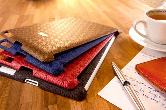 Protege tu iPad del polvo y golpes con éste resistente y elegante case. Elaborado con materiales resistentes al calor y a demás, es lavable, así que puedes cuidar la apariencia de tu dispositivo a cada rato. Colores disponible: azul y rojo.