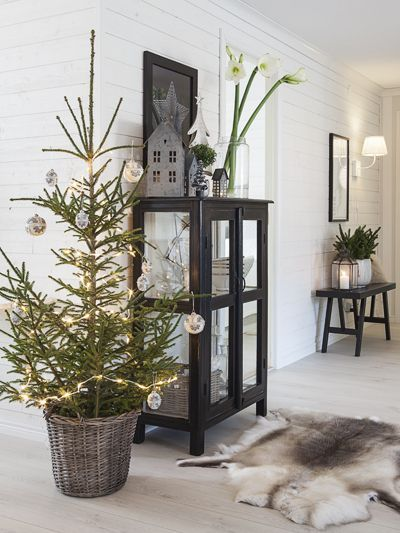 Scandinavian Christmas corner. Love the simplicity of the decor and the planted Christmas Tree