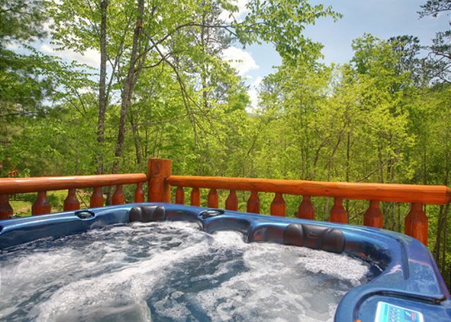 Majestic waters 575 5 bedroom cabins pigeon forge for Private secluded cabins in pigeon forge