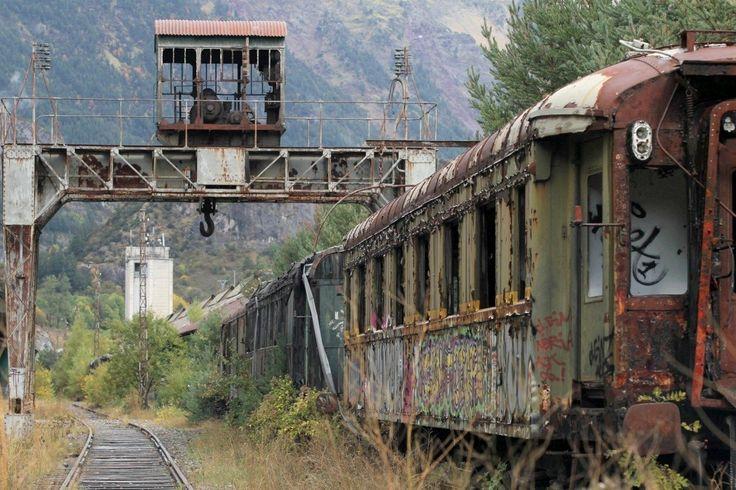 Reportage dans la gare internationale de Canfranc, en Espagne, bientôt rachetée par la région Aragon, pour un vaste projet de restauration. Le 11 octobre 2012.