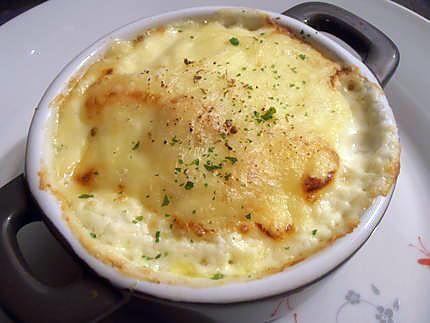 La meilleure recette de Mini raclette façon choupette! L'essayer, c'est l'adopter! 5.0/5 (11 votes), 14 Commentaires. Ingrédients: 2 belles pommes de terre, 4 tranches de bacon, 8 tranches de raclette sans la croute, 20 cl de crème semi épaisse, persil ciselé, sel et mélange de 5 baies