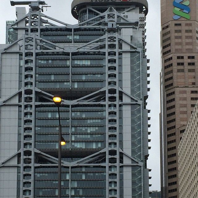 structural expressionism. foster and partners hsbc building1983 in hongkong via flackstudio.jpg