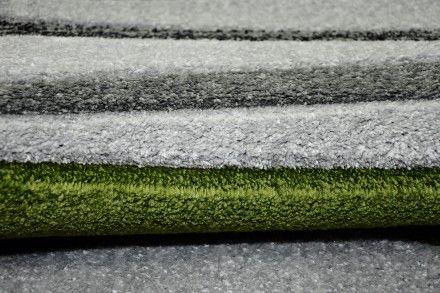 Dywan ręcznie wycinany Łezki szaro-zielone wykonany w technologii Heat Set. Dywan w kolorze zielono-szarym.