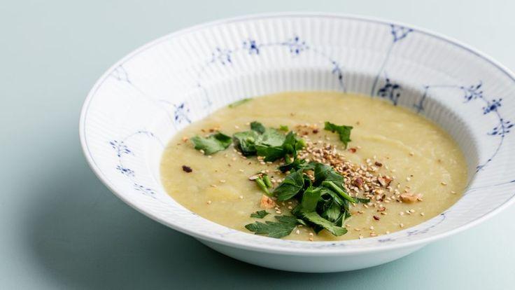 Vintersuppe med dukkah er en lækker dansk fedtfattig opskrift fra Go' start 2017, se flere suppe på mad.tv2.dk