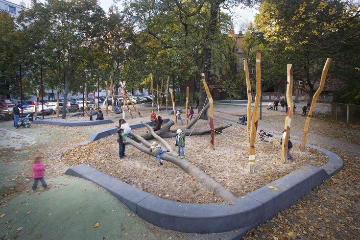 Les architectes paysagistes de Latz + Partner ont réalisés une transformation prudente d'un parc historique en conservant les particularités formelles et s